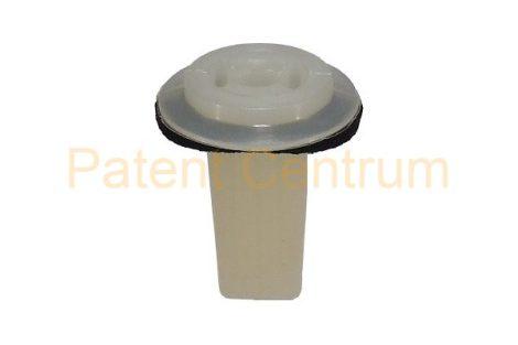 08-028   HONDA négyszög műanyag anya.  Furat: 8,5*8,5 mm,  Gyári cikkszám: 90664-S3-003