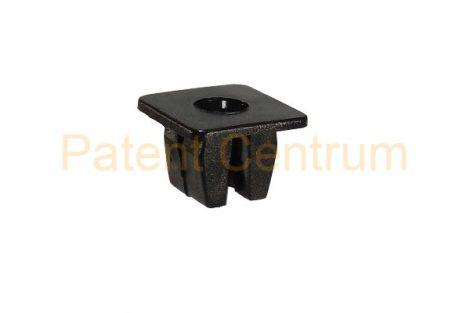 08-059   HONDA négyszög műanyag anya.   Furat: 8,5*8,5 mm.  Gyári cikkszám: 90676SA7003