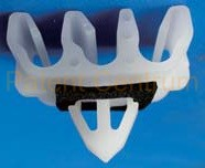 17-030   TOYOTA  fékcső rögzítő patent III-as.   Furat: kb.8*8 mm Cső átmérő: 5/5/5 mm.