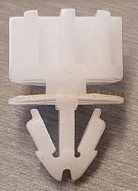 21-0137  Audi Q5 hátsó lökhárító patent.  Gyári cikkszám 8R0853575